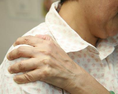 肩部软组织粘连图解康复方法